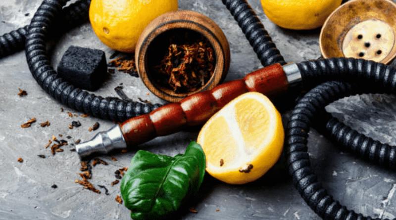 Korunku na vodnú fajku si vyrobíte aj z citróna. Na obrázku sa nachádza korunka na vodnú fajku, hadice a citróny.