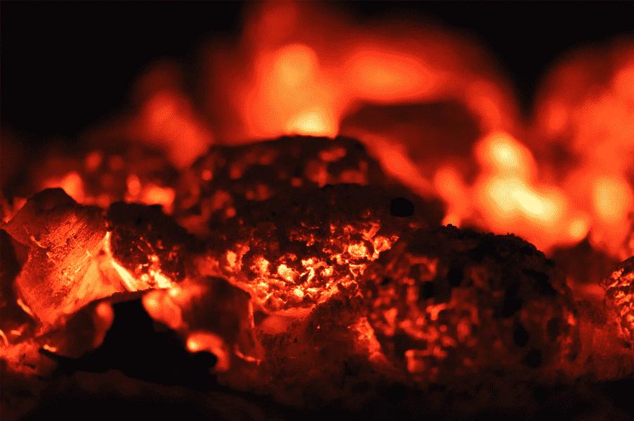 rozpálené uhliky