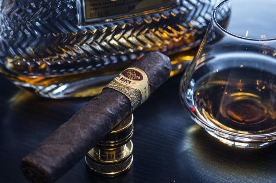 Cigara a kvalitný drink