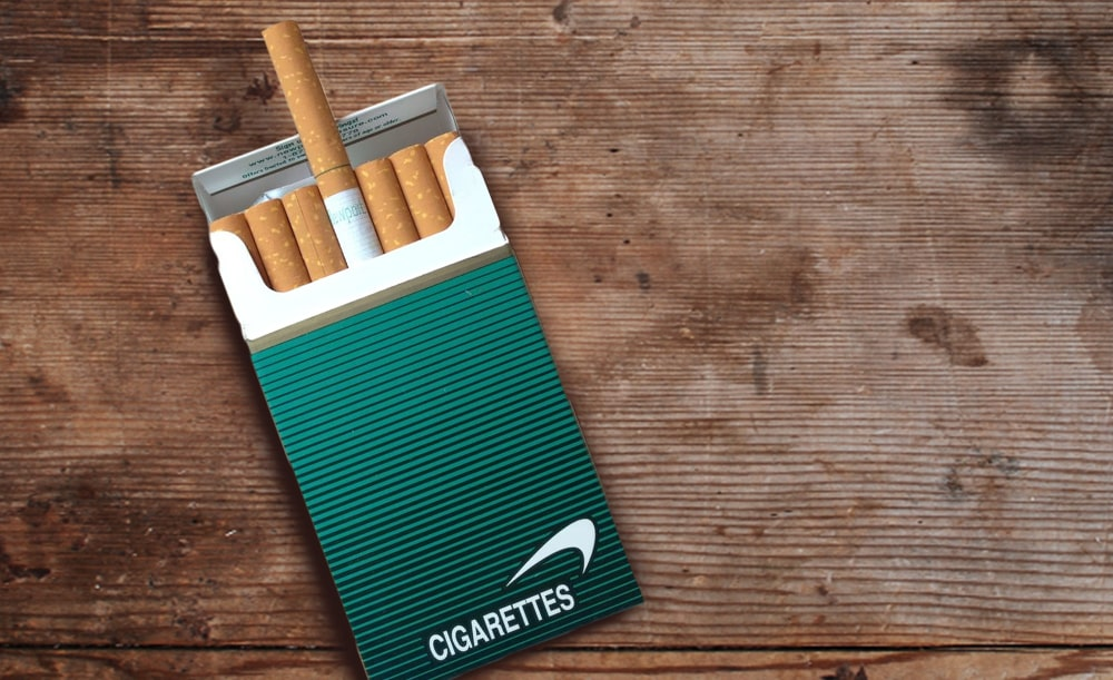 cigarety položené na stole